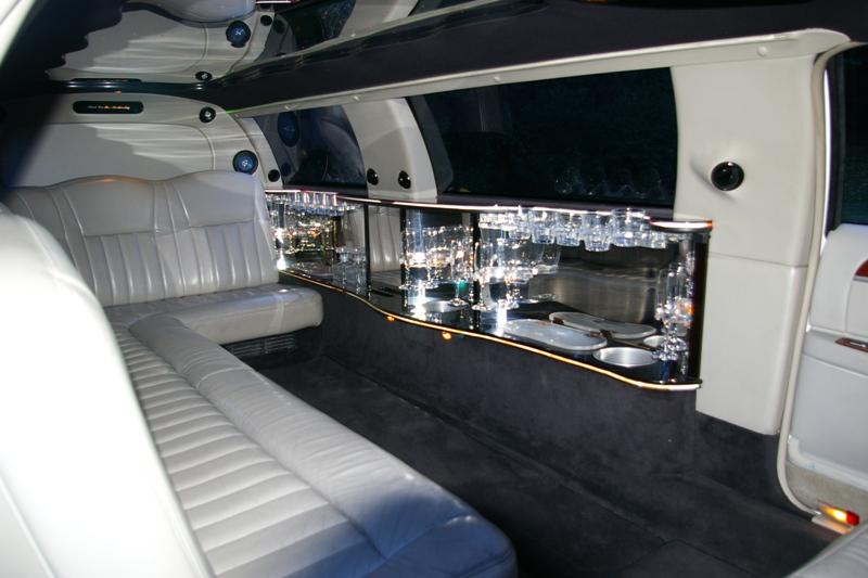 V hicules aamerican limousines paris france louez for Interieur limousine